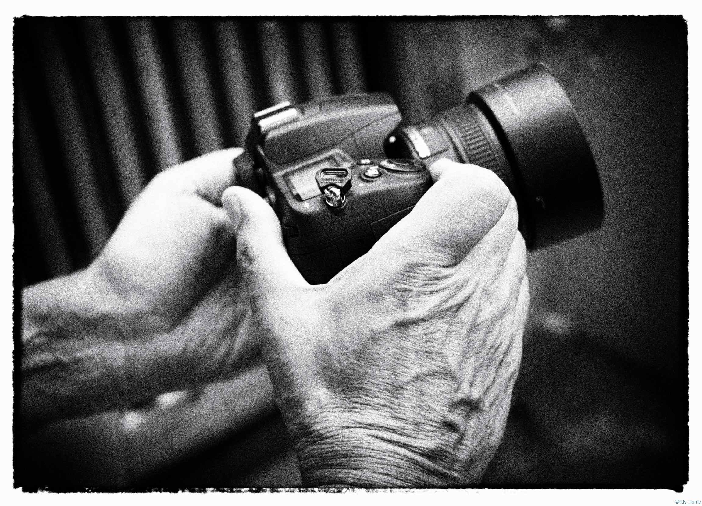 Blende:ƒ/3.2 Kamera: NIKON D70 Aufgenommen:27. Juli 2013 Belichtungsvorgabe:-1/3EV Brennweite:35mm ISO:320 Verschlusszeit: 1/40s. Gewandelt mit Silver Efex Pro in Film Noir 1