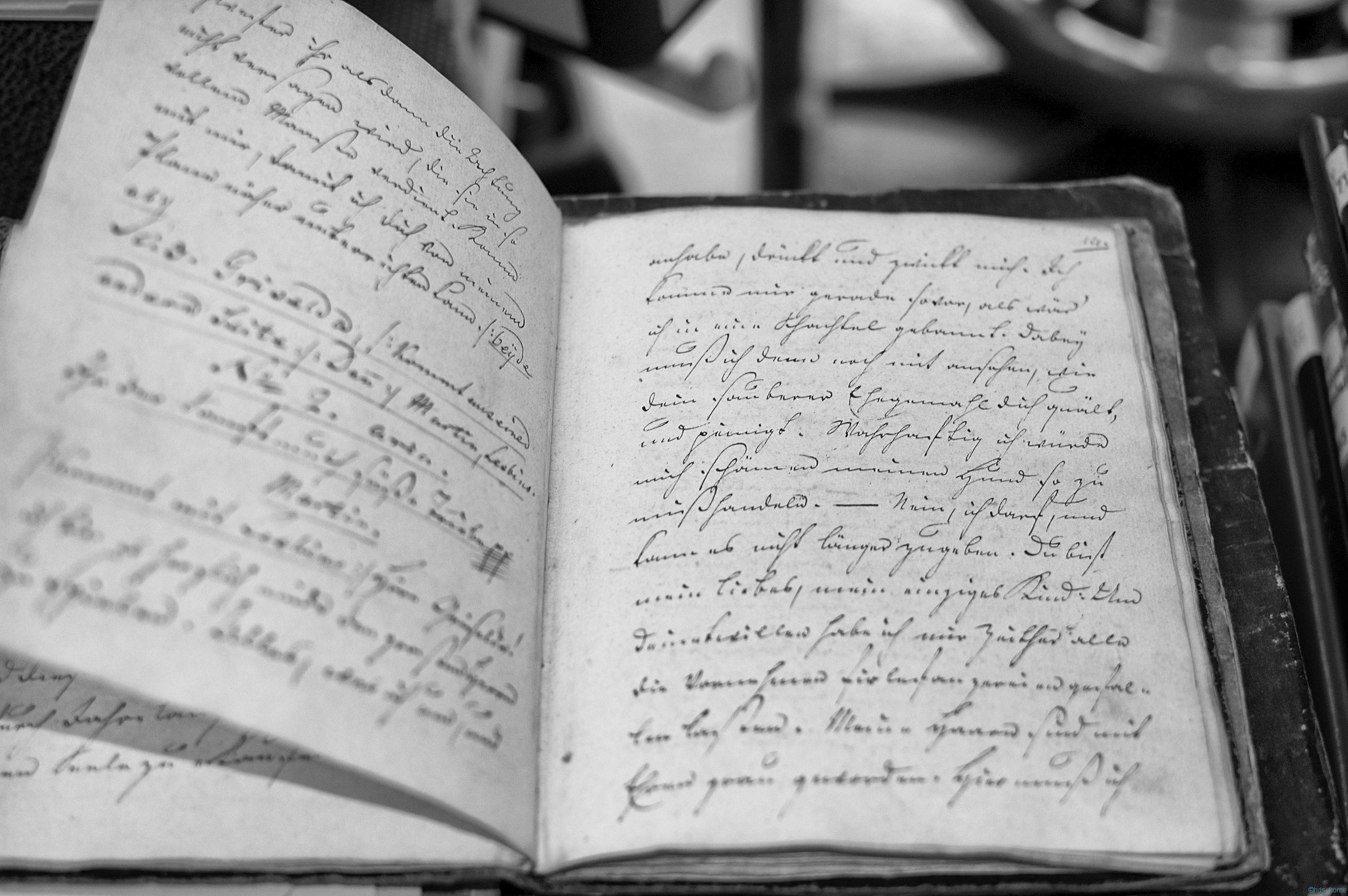 Handschrift in der Restaurierungswerkstatt der SUB Hamburg
